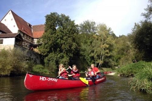 Reizvoll ist eine kombinierte Kanu- und Radtour an Kocher oder Jagst. Foto: djd/Touristikgemeinschaft HeilbronnerLand e.V.