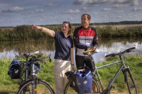 Die weite Moorlandschaft ist ein Paradies für Radfahrer. Foto: djd/Touristikagentur Teufelsmoor-Worpswede-Unterweser e.V.