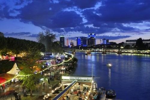 Das Museumsuferfest vom 23. bis 25. August 2013 gehört zu den bedeutenden kulturellen Events in Frankfurt am Main. Foto: djd/Tourismus+Congress GmbH Frankfurt am Main