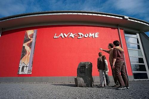 Im Lava-Dome kann man einen Vulkanausbruch erleben, ohne in Gefahr zu geraten. Foto: djd/Vulkanpark/Klaus-Peter Kappest
