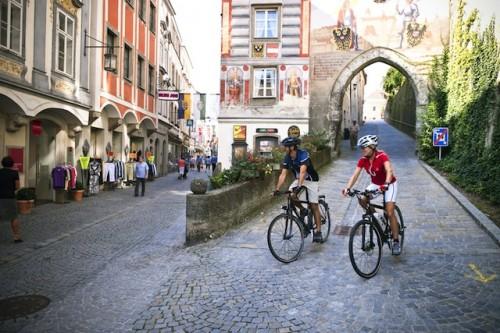Die Altstadt des Städtchens Steyr, das von den Teilnehmern der Sternradtour durch den Strugengau besichtigt wird. Foto: djd/Donau Touristik GmbH/OÖ Tourismus-Erber