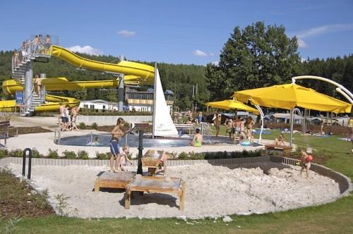 Die tolle Abenteuerrutsche im Dünenbad zieht Wasserratten magisch an. (Foto: epr/Freizeitpark Monte Kaolino)