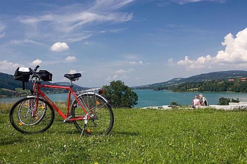 Radeln und Erholen: Im Salzburger Seenland gehört beides zusammen. Foto: djd/Eurobike
