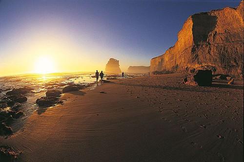 """Gibson-Beach an der """"Great Ocean Road"""": ein Paradies für romantische Strandläufer. Foto: djd/Karawane Reisen/Tourism Victoria"""
