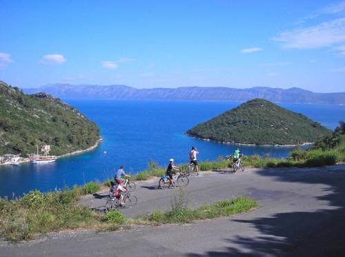 Aktiv in Kroatien: Die abwechslungsreiche Landschaft lädt zu ausgiebigen Fahrrad- und Wandertouren ein. Beste Aussichten inklusive! (Foto: epr/I.D. Riva Tours)