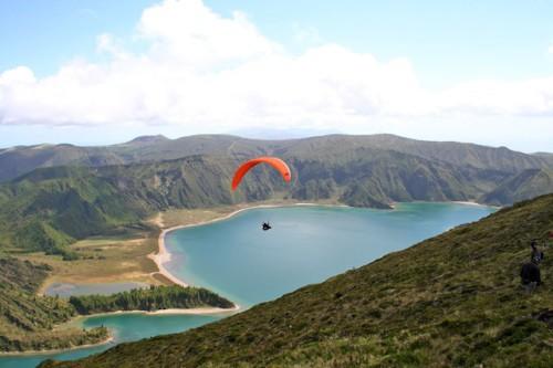 Angenehme Sommertemperaturen machen das Aktivsein auf den Azoren zum Vergnügen. Foto: djd/SunTrips Reisen GmbH