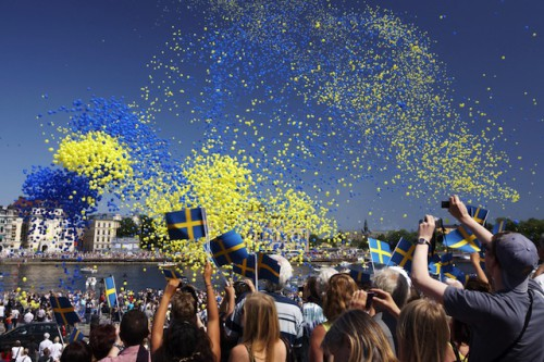 Am Nationalfeiertag zeigen die Stockholmer, dass sie feiern können. Foto: djd/Flughafen Hamburg/Ola Ericson/imagebank.sweden.se