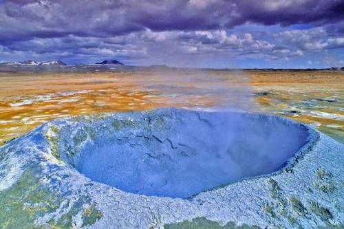 Hier brodelt es: Auf Island sind die Kräfte der Natur bis heute spürbar. Foto: djd/contrastravel.com