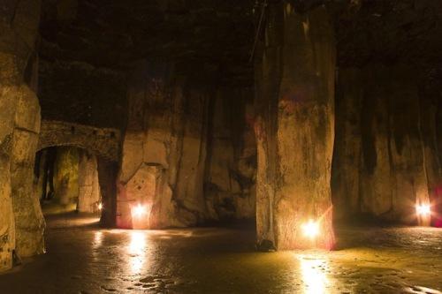 In Mendig schufen die Menschen durch den Basaltabbau gewaltige Höhlen. Foto: djd/Vulkanpark