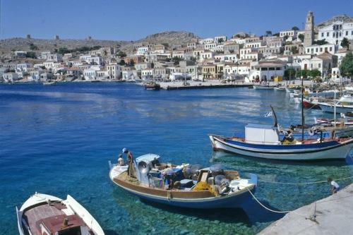 Die Atmosphäre in den Häfen der griechischen Inseln ist etwas ganz Besonderes. Foto: djd/Griechische Zentrale für Fremdenverkehr