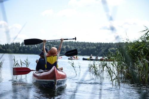 Mit den Abenteuer- und Wildnis-Camps der Naturschutzorganisation World Wide Fund For Nature (WWF) tauchen Kinder und Jugendliche tief in die Natur ein. Foto: djd/WWF/Peter Jelinek