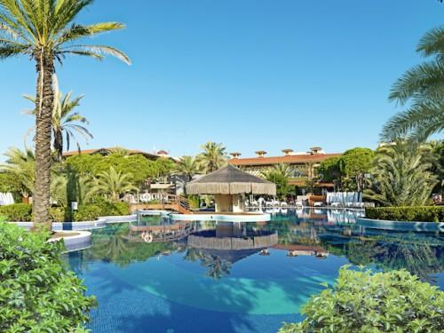 Pool-Landschaft des Gloria Golf Resorts mit viel Platz für alle ©Foto: Gloria Hotels & Resorts