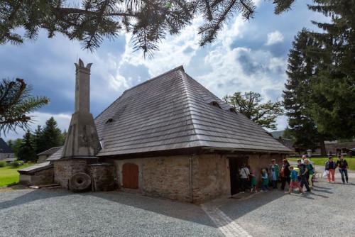Auch der Kupferhammer in der Saigerhütte Olbernhau kann am 6. und 7. Juni während der Erlebnistage besichtigt werden. Foto: djd/Tourismusverband Erzgebirge e.V./U.Meinold