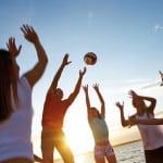 Auf gut organisierten Jugendreisen haben Jugendliche mit Gleichaltrigen Spaß und sind dennoch rundum betreut. Foto: djd/Höffmann Reisen GmbH