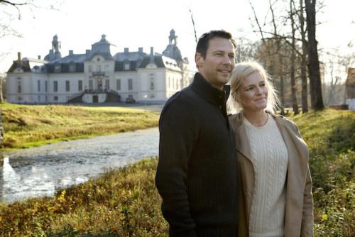"""Kronovalls Wine Castle wurde Mitte 1700 gebaut. In den späten 1800 wurde es von der der Architekt Isak Gustaf Clason zu seiner heutigen Barockstil umgebaut. Heute wird es von der schwedischen Weinproduzent, Åkesson Wines vermietet. Die Burg wurde in ein Hotel mit einem Restaurant und Weincafé verwandelt. Das Schloss beherbergt auch einen großen Weinkeller, wo eine große Menge des champagnoisen """"Kronovalls Vinslott Tirage"""" wird zur Reifung gelagert Foto: Miriam Preis/imagebank.sweden.se"""