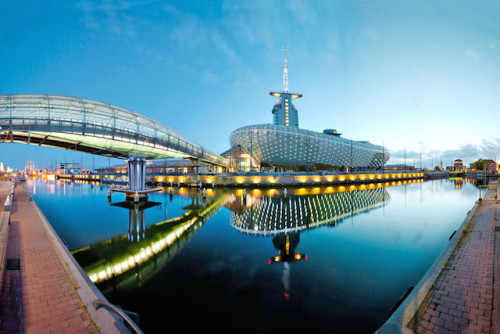 Ein Erlebnishaus rund ums Klima: Die Einrichtung in Bremerhaven will alle Altersgruppen zugleich unterhalten und informieren. Foto: djd/Klimahaus Bremerhaven/Marcus Meyer