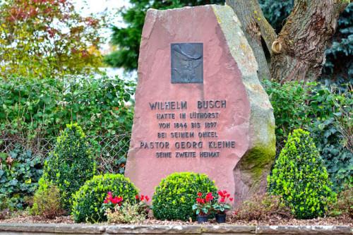 Über 50 Jahre lang besuchte Wilhelm Busch immer wieder die Solling-Vogler-Region. Von seinem Onkel, einem Pfarrer in Lüthorst, wurde er unterrichtet und konfirmiert. Foto: djd/Solling-Vogler-Region