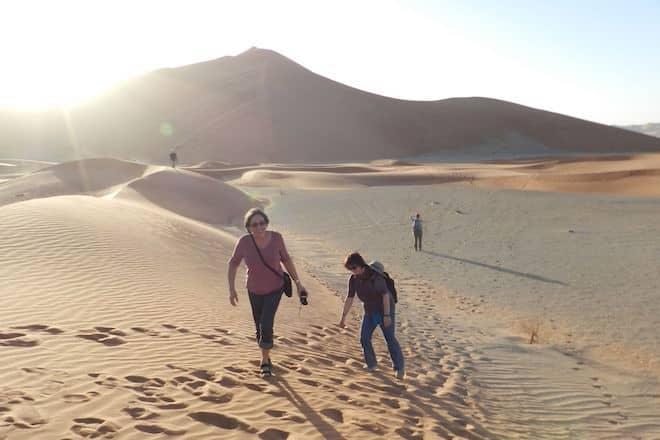 Wikinger-Gruppen erobern im Oman gemeinsam die gigantische Sandwüste Foto: Wikinger Reisen