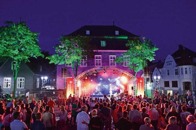 Die Konzerte auf dem Briloner Marktplatz sind die musikalischen Highlights des Sommers. (Foto: epr/Brilon Wirtschaft und Tourismus GmbH)