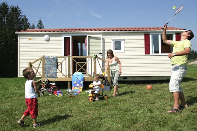 """Das """"Holli""""-Ferienhaus bietet ausreichend Platz für vier Personen. Foto: djd/Regenbogen"""