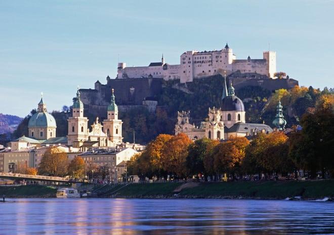 Blick auf die Festung Hohensalzburg, den Dom zu Salzburg (links) und die Kollegienkirche (rechts). Foto: Tourismus Salzburg  GmbH
