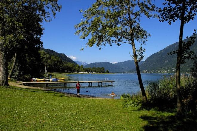 Ein Paradies für Erholungsuchende: Naturgenuss zwischen Ossiacher See und Kärntner Bergwelt. (Foto: epr/Seecamping Berghof)