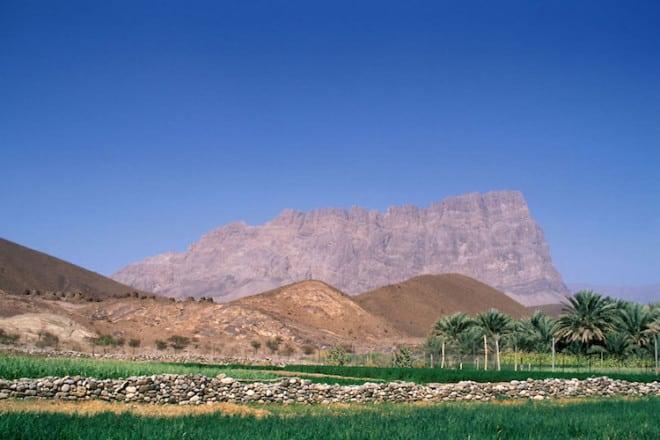 Oman bietet neben Strand und Kultur auch faszinierende Bergwelten. Foto: djd/Sultanate of Oman