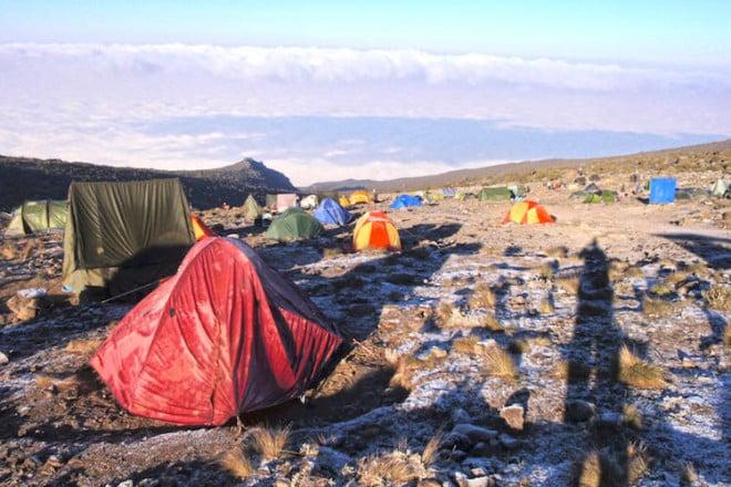 Abenteuer-Trekking: Auf vielen Bergtouren übernachten die Bergsteiger im eigenen Zelt. Foto: djd/DAKS - die Welt der Berge
