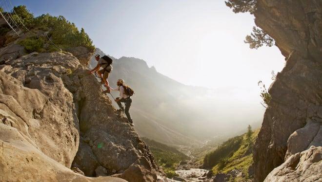Hier lässt es sich wunderbar kraxeln: Die Ferienregion Imst ist für Kletterfreunde – egal ob Anfänger oder Profi – ein wahres Paradies und bietet neben tollen Kletterrouten auch eine beeindruckende Bergwelt. (Foto: epr/Imst Tourismus/Martin Lugger)