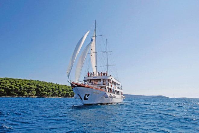 Mein Urlaub, mein Schiff, meine Crew: Ein schwimmendes Feriendomizil ist der beste Weg, um die kroatische Adria mit ihrer kilometerlangen Küste und ihrer vielfältigen Inselwelt zu entdecken und zu erleben. (Foto: epr/I.D. Riva Tours)