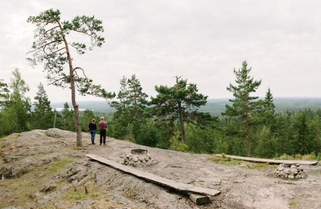"""Der Aussichtsberg Skuruhatt bei Eksjö im småländischen Hochland ist Teil der Musikperformance """"Wanderung zum Licht"""" während des Smålands Kulturfestival 2015 Foto: © Smålands Kulturfestival"""