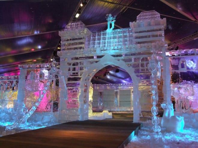 Mehr als 350 Tonnen Eis werden beim Schnee- und Eisskulpturenfestival verbaut Foto: (c) Ijsskulpturenfestival