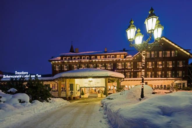 Nach einem romantischen Spaziergang im Schnee wartet schon die Wellnesslandschaft mit Sauna und Dampfbad. (Foto: epr/Treschers Hotel/Tom Bendix)
