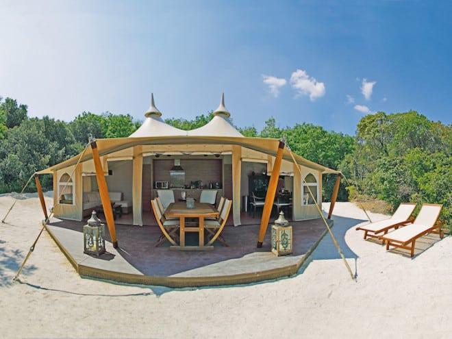 Hier werden Campingträume wahr: Das luxuriöse RoyalLodge-Zelt bietet eine Vielzahl von Annehmlichkeiten. (Foto: epr/ACSI)