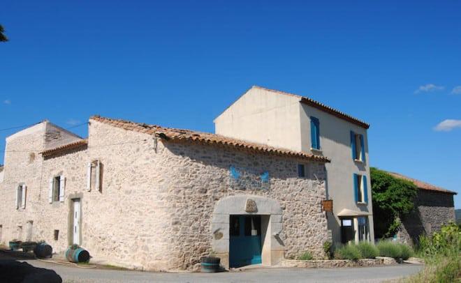 Zum vielfältigen Angebot an Unterkünften in Frankreich gehören auch alte Steinhäuser, die für Urlauber liebevoll eingerichtet wurden. Foto: djd/France écotours GmbH