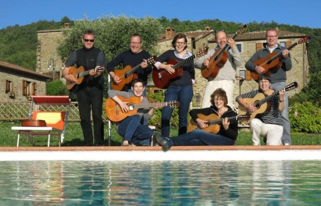Mit Gleichgesinnten in malerischem Ambiente musizieren - eine Bereicherung für die wohlverdienten Ferien. Foto: djd/musica viva musikferien