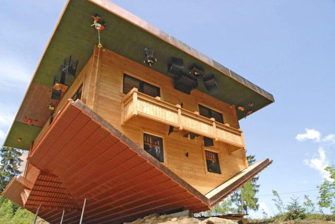 """Perspektivwechsel im """"Haus am Kopf"""" in der Urlaubsregion St. Englmar. Foto: djd/Urlaubsregion St. Englmar"""