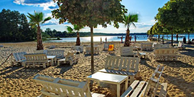 """So schön kann Camping sein: Impressionen von der Anlage """"Barracuda Beach"""" in Neustadt-Glewe im Herzen Mecklenburgs. Foto: djd/www.camping-caravan-mv.de"""