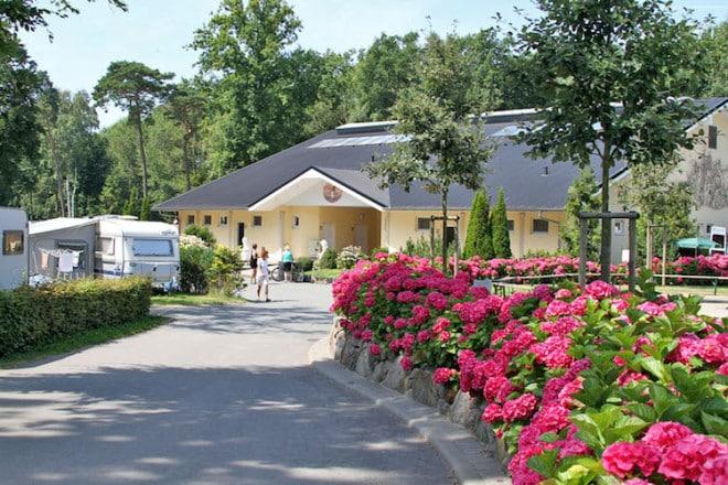 In der Saison 2016 steht im Campingpark Kühlungsborn ein neues 5-Sterne-Sanitärgebäude zur Verfügung. Foto: djd/www.camping-caravan-mv.de