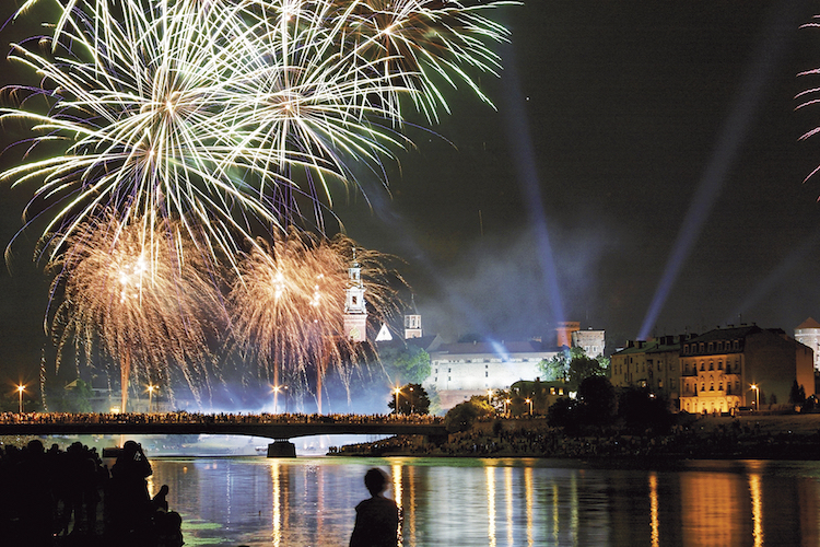 Städtetrip Krakau: Feuerwerk in der Altstadt Foto: Wikinger Reisen