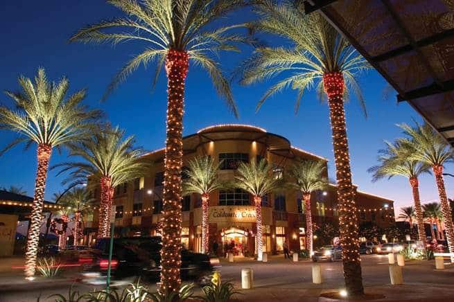 In den Kierland Commons lässt sich in einer atemberaubenden Atmosphäre stöbern Foto: Scottsdale CVB