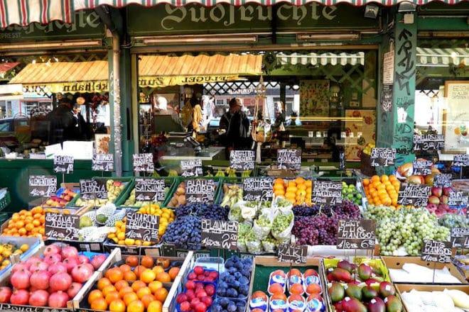 Impressionen vom Naschmarkt im Herzen Wiens. Foto: djd/Kolpinghaus Wien-Zentral