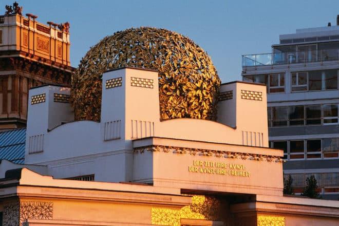 Das Ausstellungsgebäude der Wiener Secession mit der berühmten Kuppel, dem sogenannten Krauthappl. Foto: djd/Kolpinghaus Wien-Zentral/Wien Tourismus/Manfred Horvath