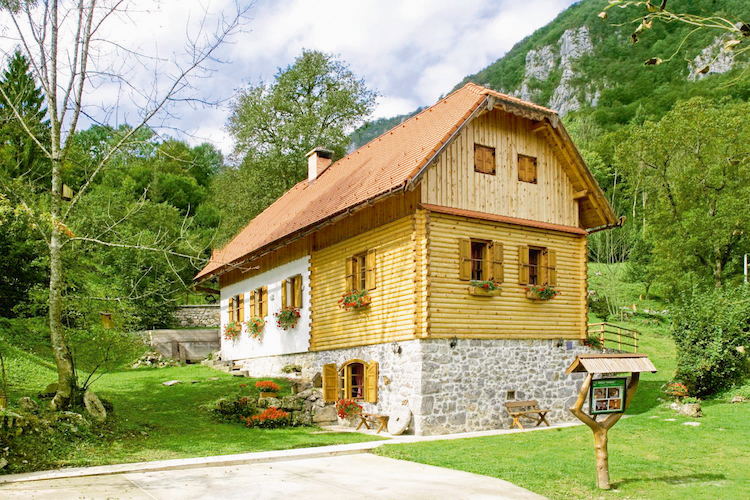 I.D. Riva Tours bietet stilvolle Ferienhäuser verschiedener Größen und Ausstattungen in der Region Gorski Kotar. (Foto: epr/I.D. Riva Tours)