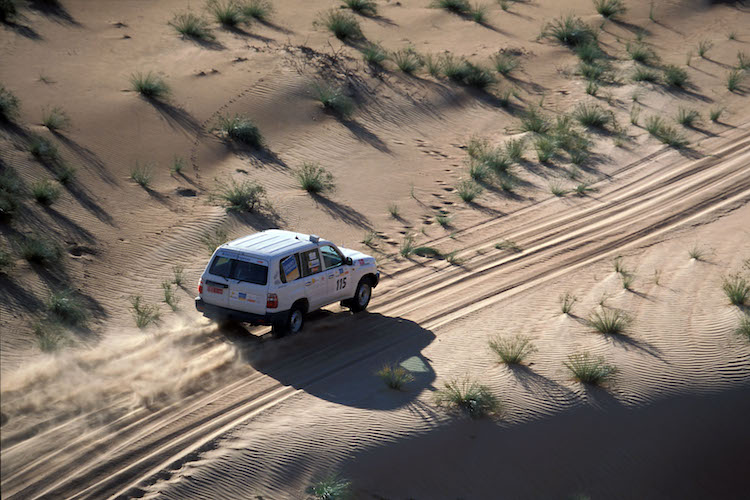Mit dem Jeep ins reizvolle Hinterland: Den Badeurlaub sollte man stets mit Ausflügen verbinden, um die verschiedenen Facetten des Sultanats kennenzulernen. Foto: djd/Sultanate of Oman