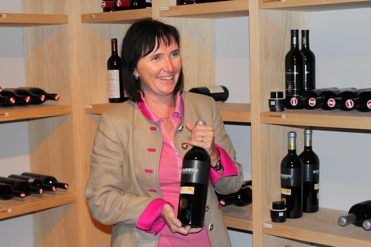 Natalie Läßer im Weinkeller des Hauses Foto: Sven Oliver Rüsche / reiseratgeber24.de