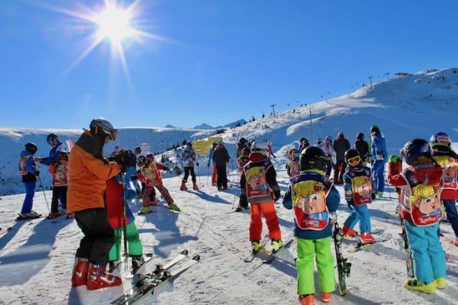 Der Skikurs für Kinder werden von der ortsansässigen, zertifizierten Skischule Gitschberg betreut.