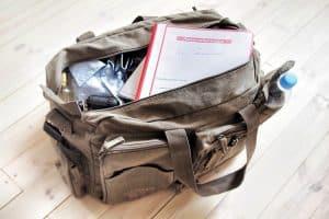 Eine Reisenotfallmappe sollte stets im Gepäck sein