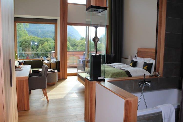 Jedes Zimmer im Klosterhof ist mit Naturhölzern ausgestattet