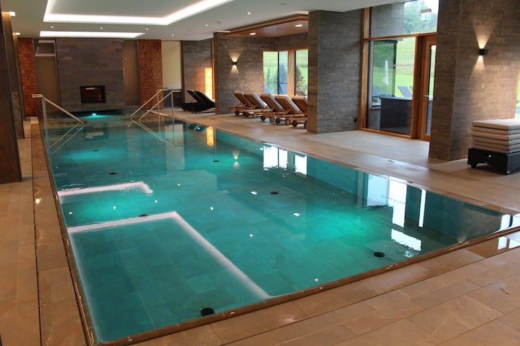 Der Innenpool vom Klosterhof bietet genügend Platz zum Schwimmen